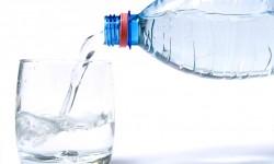 Pieno di energia con pochi bicchieri di acqua