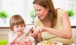 Educazione alimentare: la mamma gioca un ruolo fondamentale
